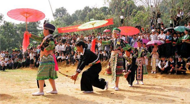 Tìm hiểu lễ Nhù đăng của người Mông ở Sapa