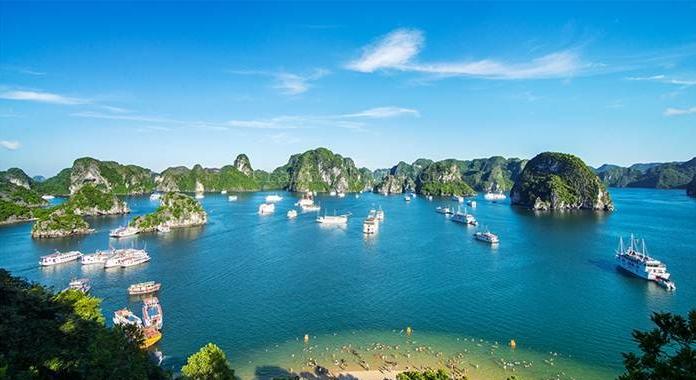 Chiêm ngưỡng vịnh Hạ Long bằng thủy phi cơ với giá chỉ 2 228 000đ