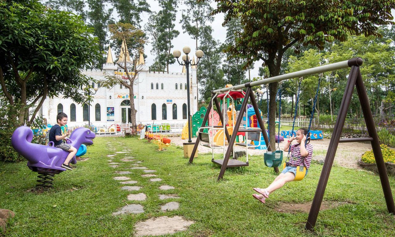 Giá vé vào khu du lịch sinh thái Vườn Vua Resort