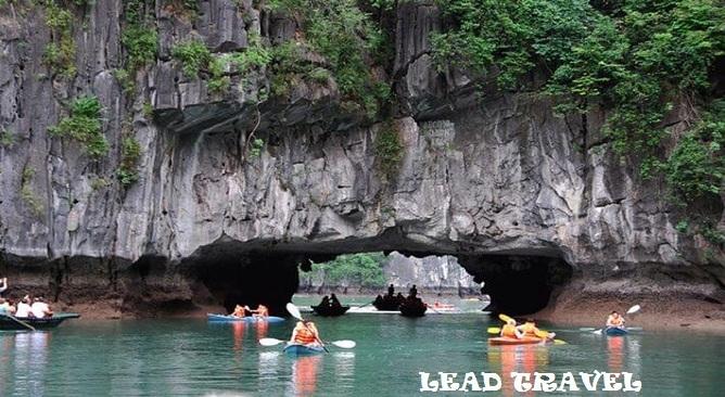 Chèo thuyền kayak khám phá vịnh lan hạ