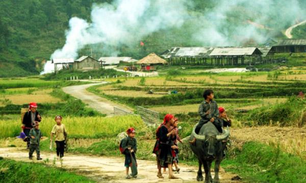 Tour Du lịch Sapa 2 ngay 1 dem Ham Rong – Ta-Phin bang o-to