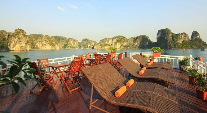 Du Thuyền Golden Bay Cruise Hạ Long 2 Ngày 1 Đêm Giá rẻ
