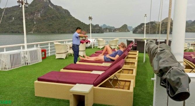 La Pinta Cruise sundeck