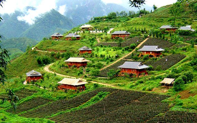 Tour Du lịch Sapa 2 ngay 1 dem Ham Rong – Ta-Phin bang o-to-2