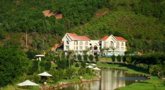 tour-du-lich-bai-lu-resort-nghe-2-ngay-1-dem