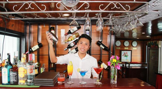 quầy bar Peace Charm Cruise Hạ Long